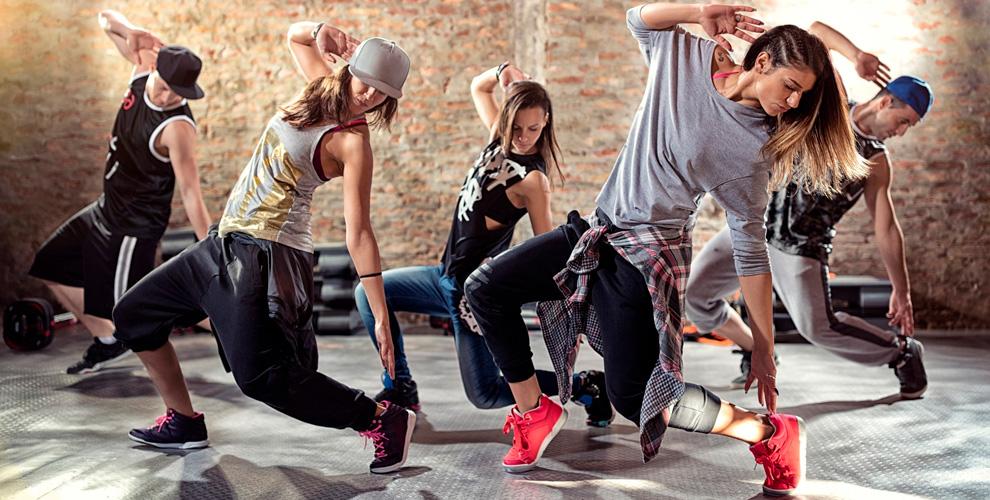 Занятия танцами и йогой в школе танцев ML Dance