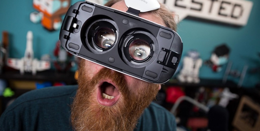 Игры в шлеме виртуальной реальности в Game-кафе «VRеале»