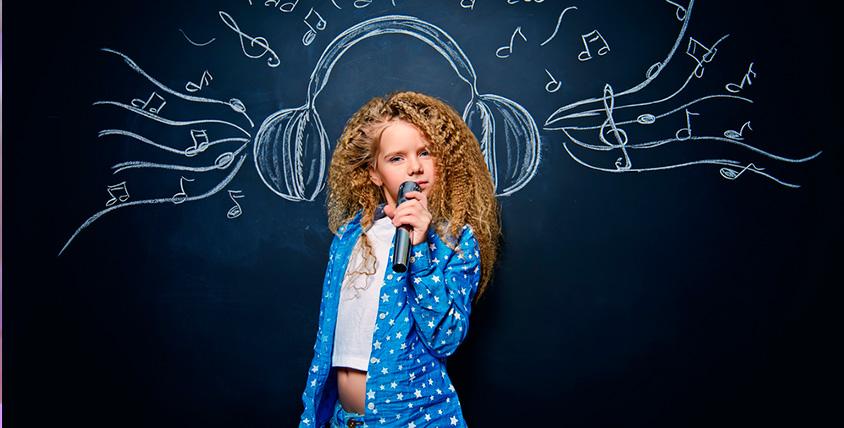 """Занятия по вокалу и по игре на фортепиано в школе нового поколения """"Голос Земли"""""""