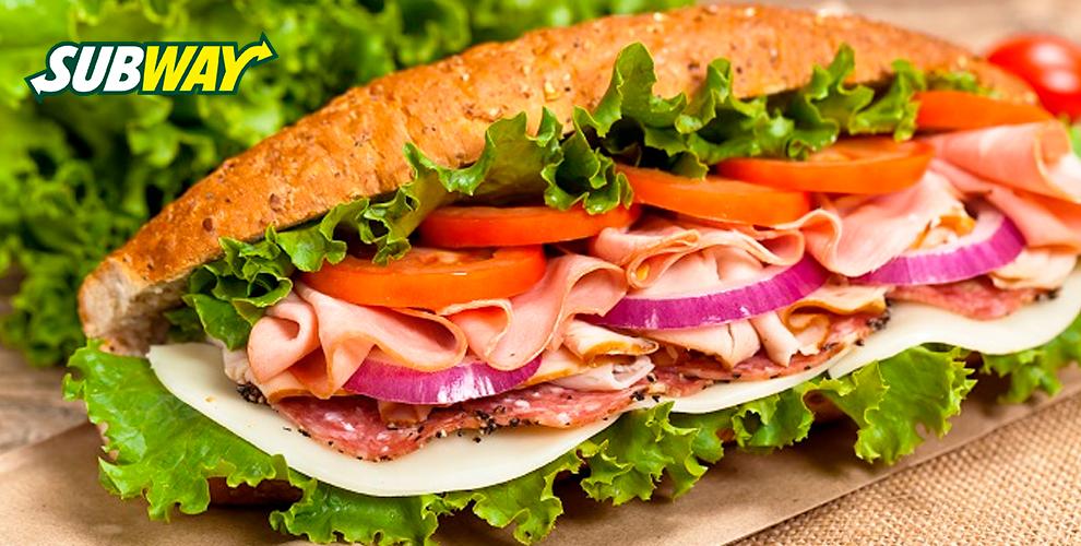 Сэндвичи, салаты, роллы, напитки и десерты в ресторане быстрого обслуживания Subway