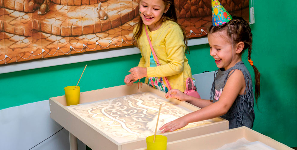 Студия рисования песком SandLand: необычные Дни рождения, уроки творчества и другое