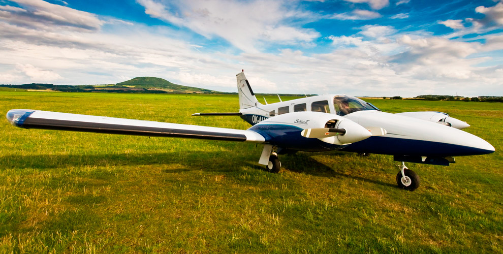 Воздушные прогулки и полеты вторым пилотом на самолете от авиаклуба «Полетаем»