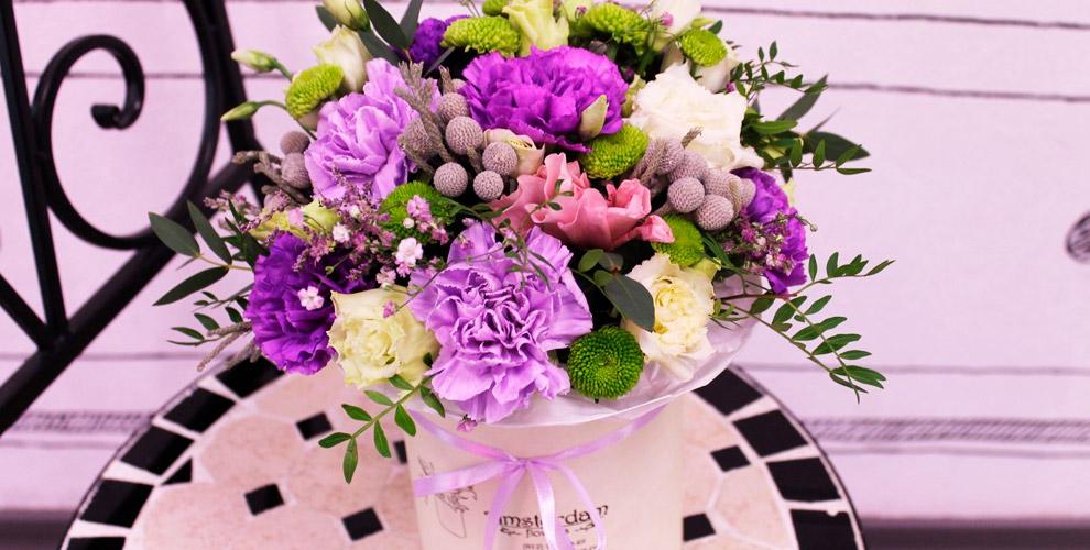 Разнообразные букеты и цветы в шляпной коробке в салоне «БУКЕТЕКБ.РФ»