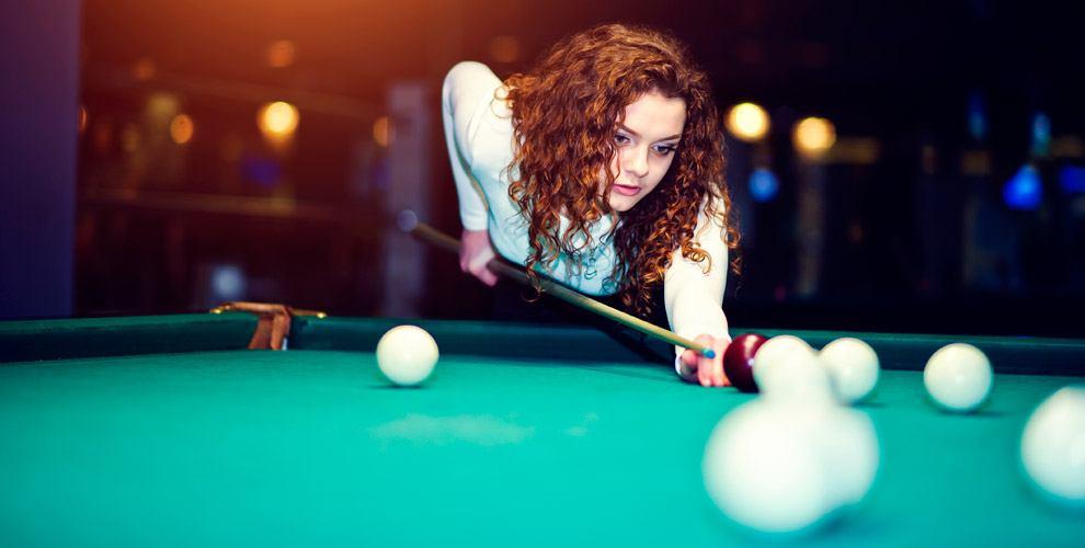 Игра в русский бильярд в комплексе спорта и отдыха «Сириус»