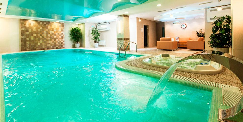 Отель «Виктория»: посещение бассейна, сауны и проживание в номерах, «Spa для двоих»