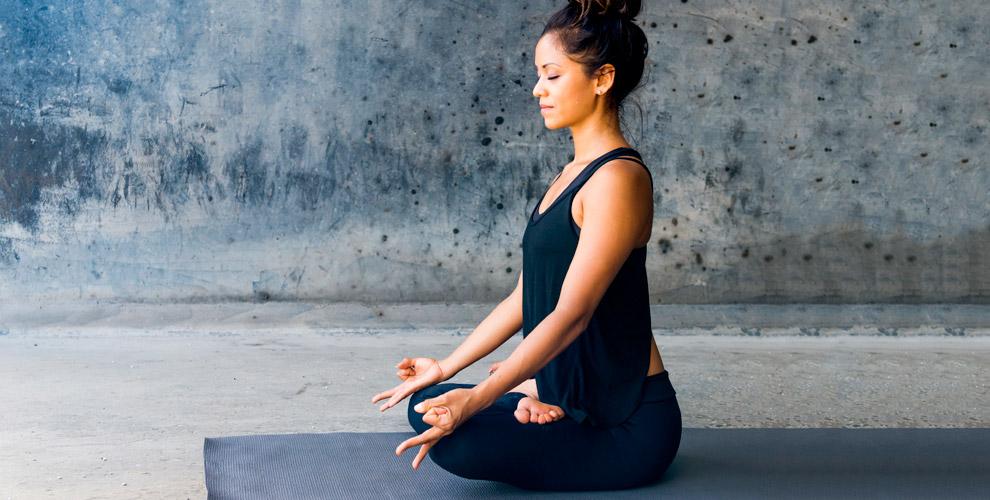 Занятия йогой в студии GaNeSa yoga