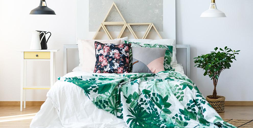 «Воснеинаяву»: комплекты постельного белья, коврик дляванной идетские колготки