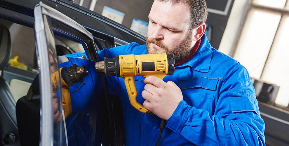 Тонирование стекол автомобиля энергосберегающей пленкой в автосервисе на Меридиане