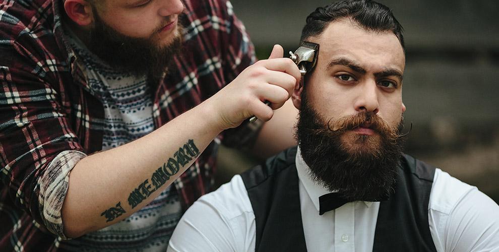 Стрижка, коррекция бороды, «королевское бритье» и другое в барбершопе Black PAPA