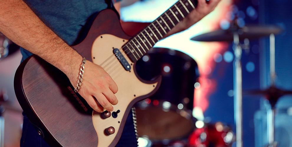Занятия по игре на электрогитаре и бас-гитаре в рок-школе Soul Room