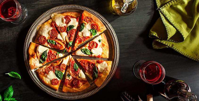 """Попробуйте на вкус частичку Италии! """"Пекарня дядюшки Тони"""" предлагает горячую ароматную пиццу и освежающие напитки"""