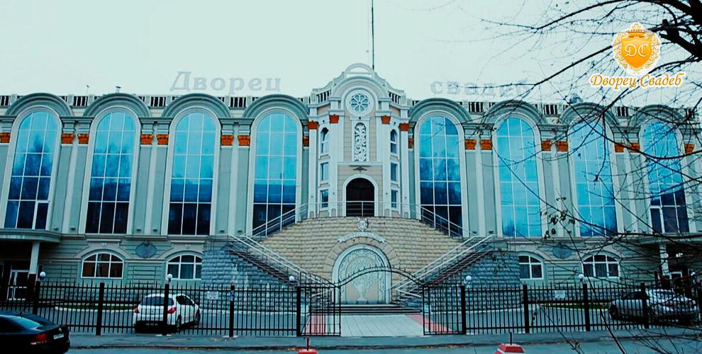 Проживание в номерах «Стандарт» и «Люкс» в гостинице «Дворец свадеб» в Екатеринбурге