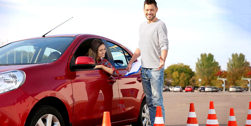 Теоретический курс обучения вождению попрограмме «Премиум» вавтошколе «Лидер»