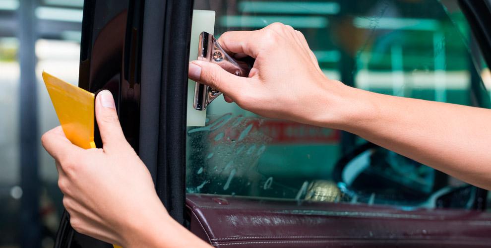 Тонирование, бронирование изащита автомобиля отсколов плёнкой встудии «Автокент74»