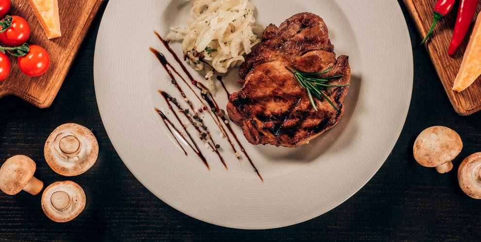 Блюда измяса ирыбы, салаты, закуски, десерты вресторане «Чешский дворик»