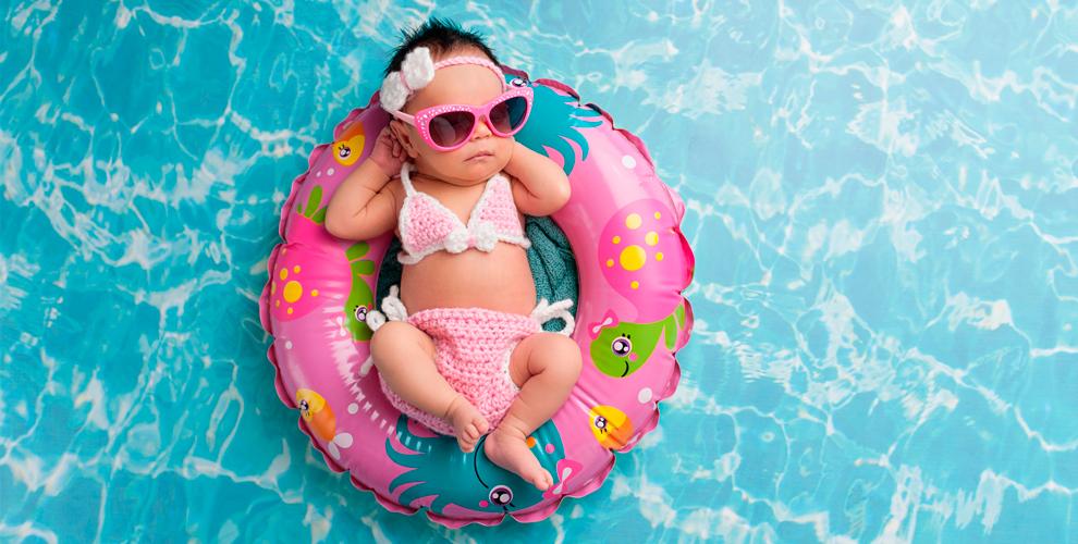 Занятия в бассейне для детей в центре творчества Happy Baby