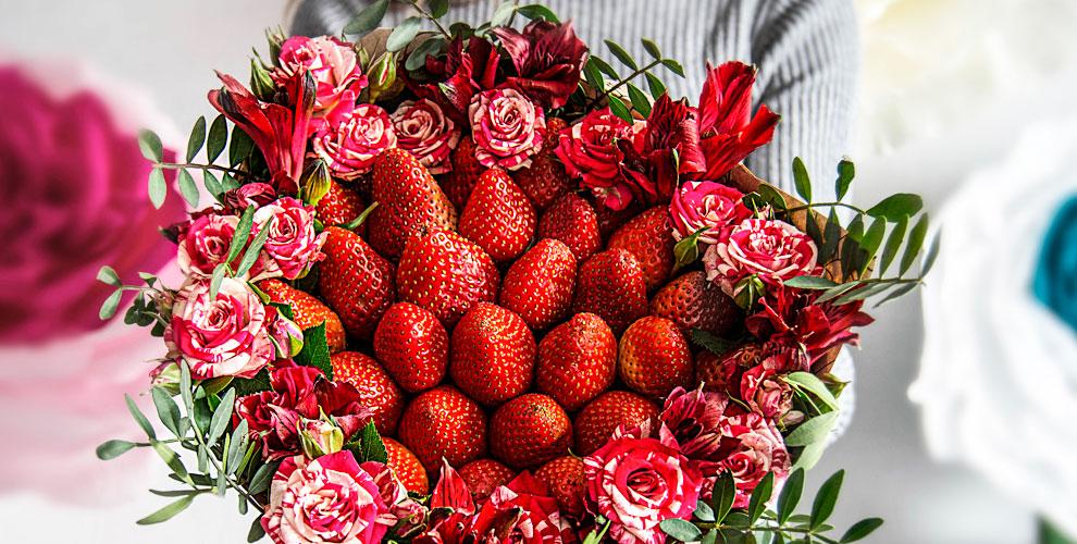 Розы вассортименте, композиции ибукеты изклубники всалоне «Гладиолус»