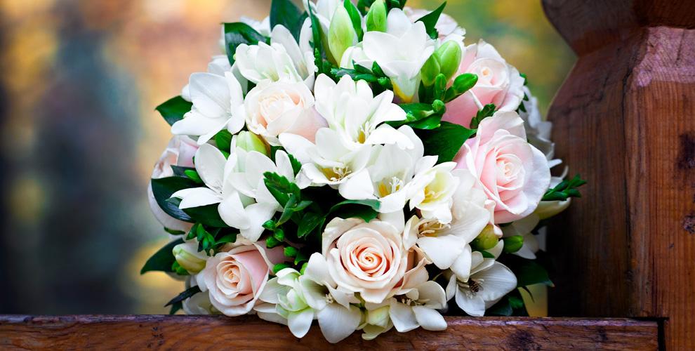 «Цветы в саду»: букеты, композиции из роз, орхидей, гербер