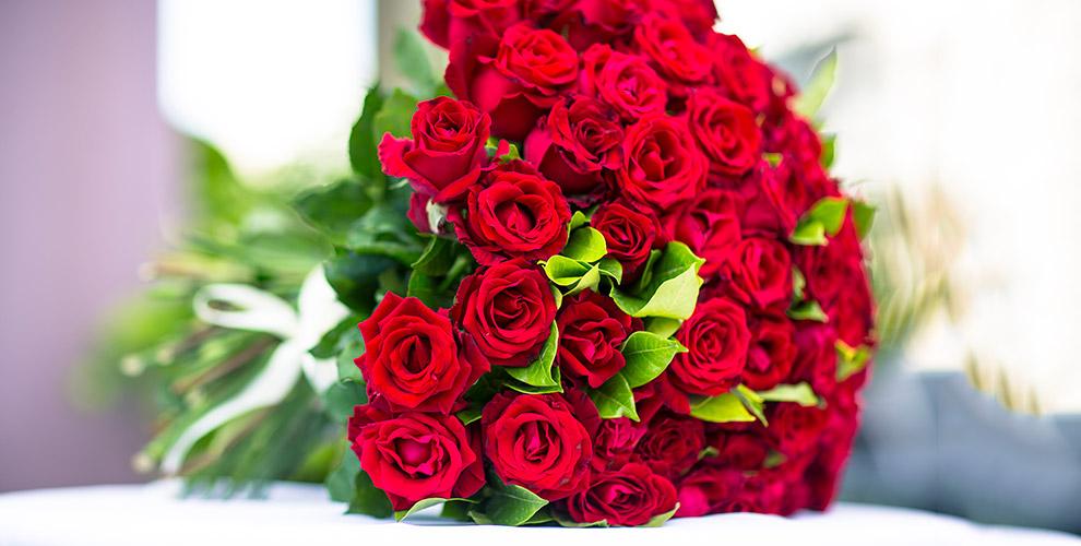 """Розы и кустовые хризантемы в магазине """"Цветочный бункер"""""""