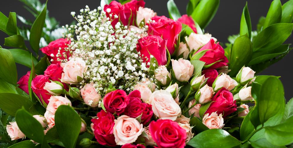 Розы, лилии и альстромерии в салоне FlowerPiter