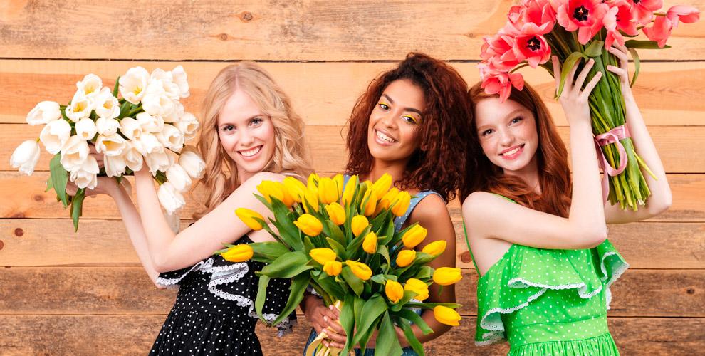 Букеты из тюльпанов, голландских роз и цветы в шляпных коробках от компании «Купидон»
