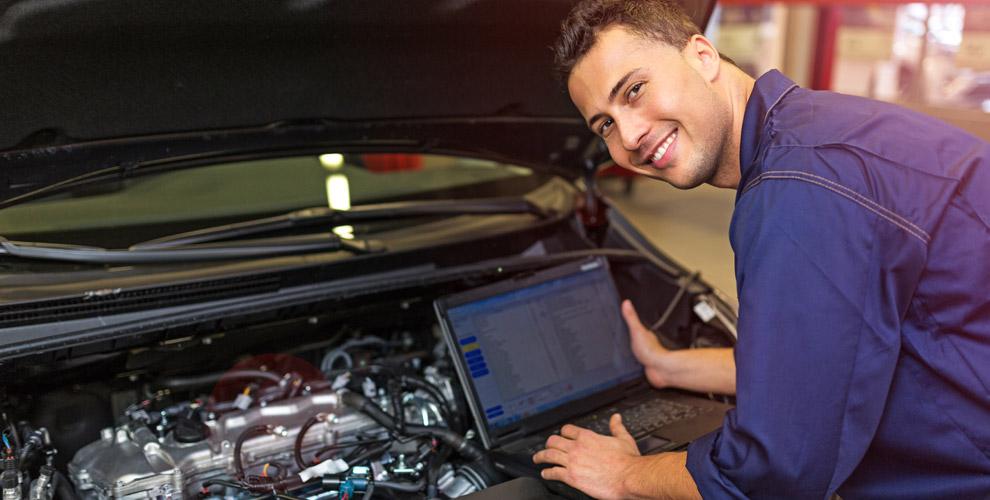 «РусАвто»: диагностика двигателя, промывка инжектора,замена масла иколодок