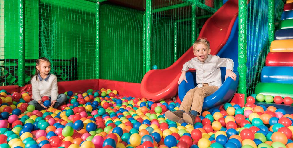 «Каникулы»: детское игровое пространство, проведение днярождения ивыпускных