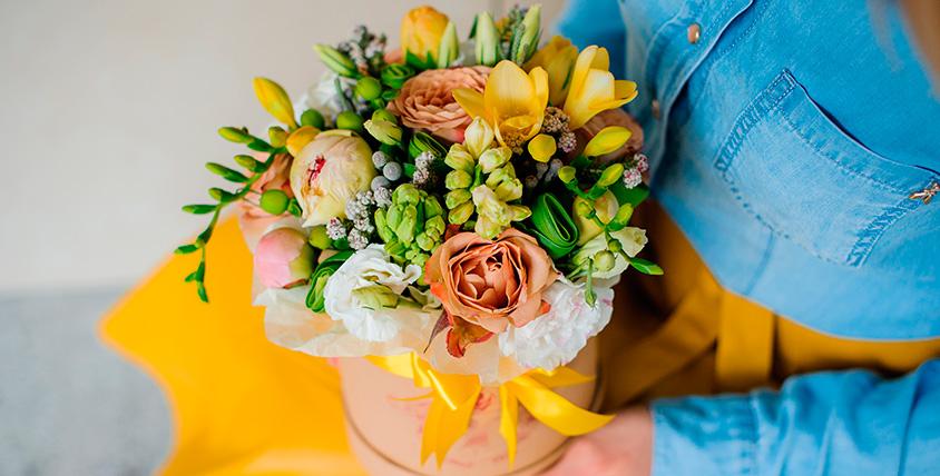 """Лучший способ рассказать о чувствах! Розы, лилии, ирисы, герберы и другие свежесрезанные цветы в салоне цветов """"Черника"""""""