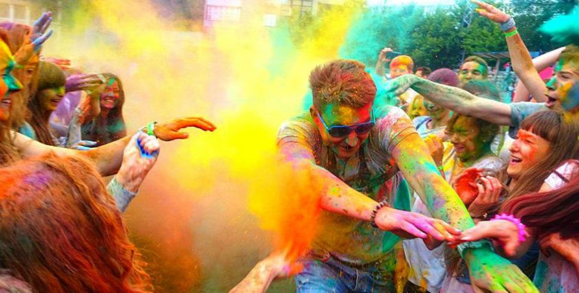 """Разноцветные краски холи, цветной дым для фотосессии и нелопающиеся пузыри от магазина """"Праздничный Бум"""". Источник радости!"""
