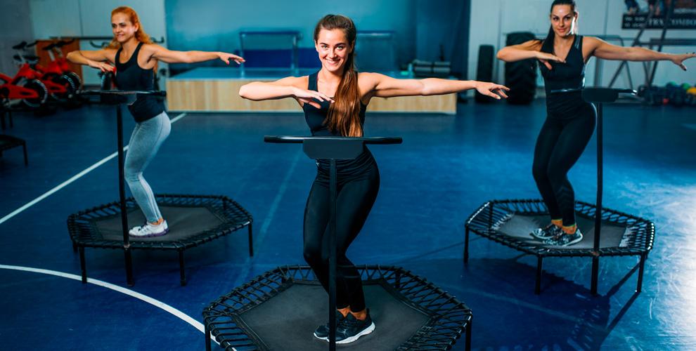 Занятия танцевальным фитнесом намини-батутах вфитнес-клубе Timestudy.ru