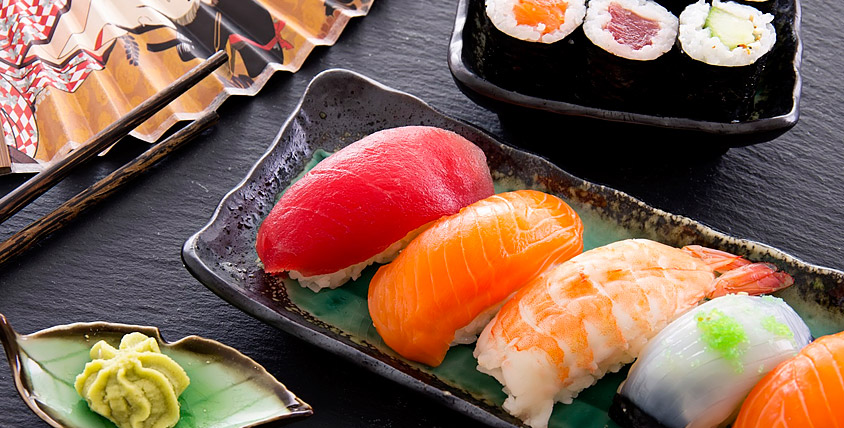 "Собрание кулинарных хитов! Филадельфия Лайт всего за 94 рубля, а Банзай HOT ролл за 102 рубля от суши-маркета ""Японская Fishka"""