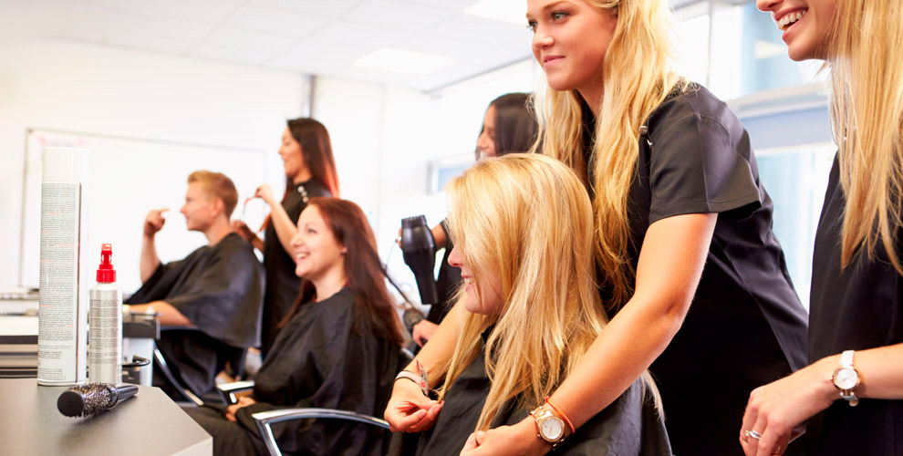«Школа стиля икрасоты»: курсы поколлагированию иботоксу дляволос