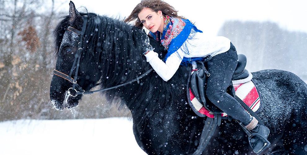 Конные прогулки в конно-туристическом клубе «Темная Лошадка»